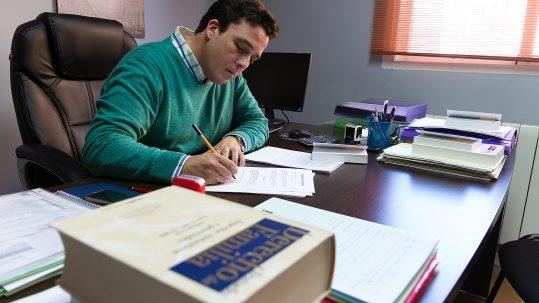Antonio Jiménez Bustamante en el despacho